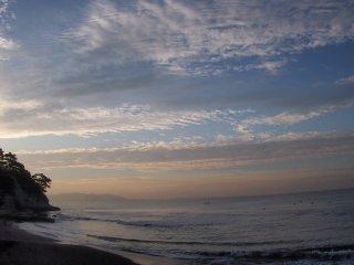 2016/10/12 ひんやりと晴れた朝、赤味を帯びた東の空に近づく冬の気配感じて