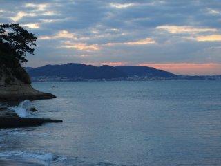 2016/12/3 僅かな朝陽がピンクに染める富士山がカメラマンを呼び寄せて