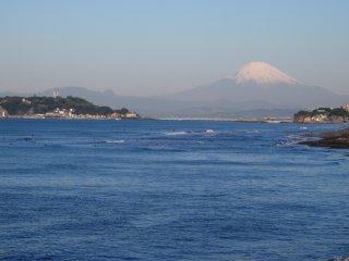 2017/4/20 ひんやりのんびり青い海、富士山は雪を減らして春仕様