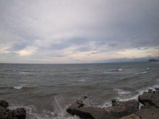 2017/9/12 朝の雨雲薄いけど、黒い海に揺らめく姿は少なくて
