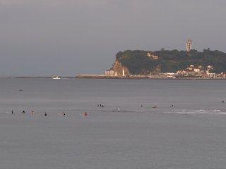 2017/9/16 まだ台風の気配はなくて、プカプカとサーファーの浮く灰色の海