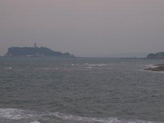 2018/4/11 まだ晴れそうだった朝の海はちょっとばかし風が強くて漁船も一隻にじむばかり