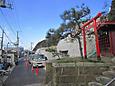 稲荷のある稲村ヶ崎駅横道